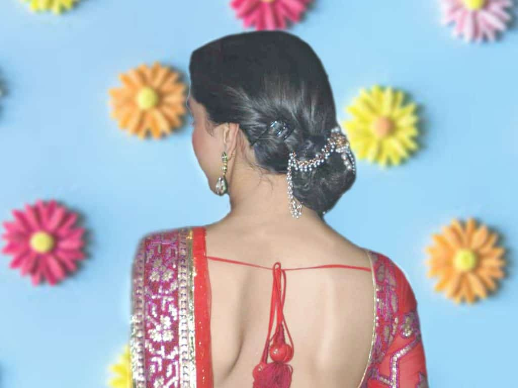 25 Traditional Hairstyles For Saree To Look Beautiful In Any Function